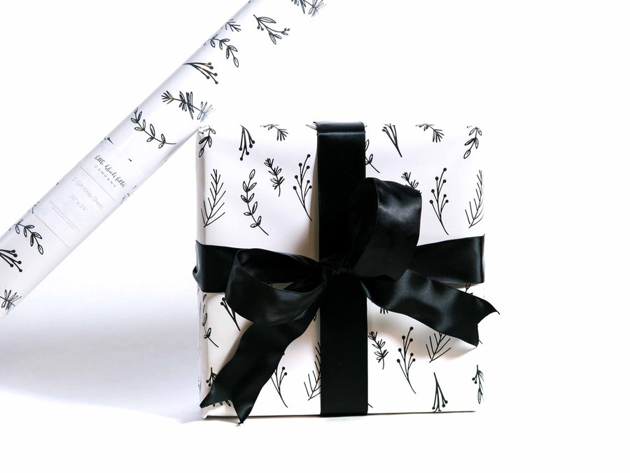 Little Black Letter Company_Heart Gift Wrap_06305